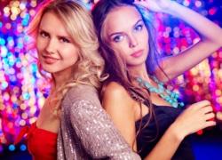 Flirtsignale der Frauen: So erkennst du ob sie auf dich steht!